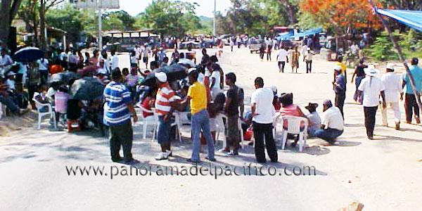 maestros-bloquea-en-pinotepa-nacional-oaxaca