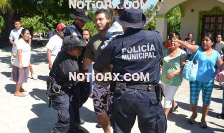 Desalojan policías municipales a integrantes del FRECIUC en Huatulco