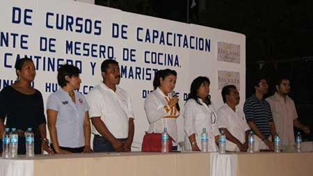 Clausuran cursos de capacitaci n en san jos cuajinicuil for Cursos de ayudante de cocina