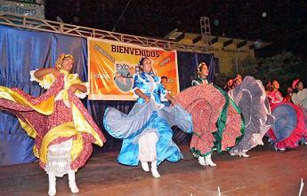 Pochutla está de fiesta con primer programa sociocultural