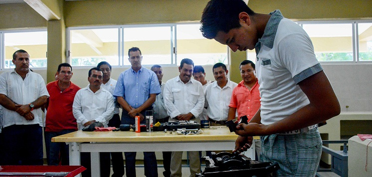Construye Gobierno de Huatulco primer aula equipada de Mecánica Automotriz en la región costa