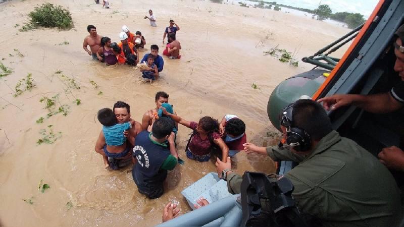 Aumentan a 62 los muertos por lluvias y desbordes en Perú