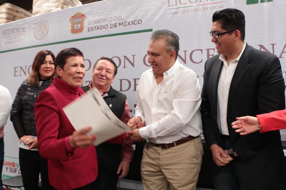 Entrega titular de Liconsa apoyos a concesionarios