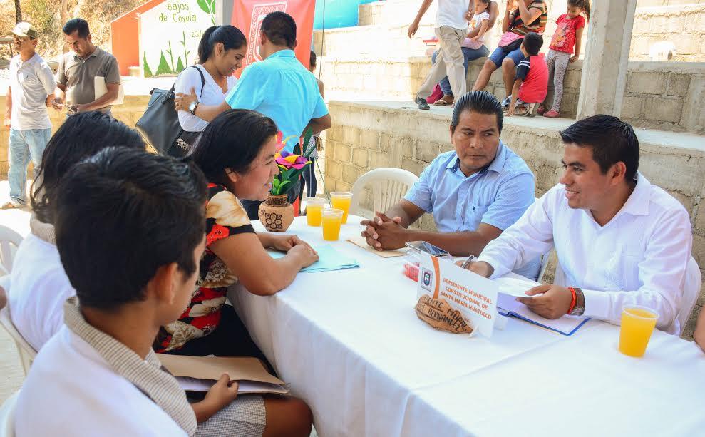 """Gobierno Municipal Huatulco visita con """"Latiendo Cerca"""" Bajos de Coyula y La Erradura"""