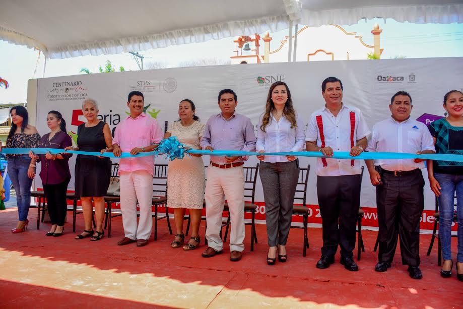 Realizan 5.ª Feria Nacional del Empleo Huatulco 2017