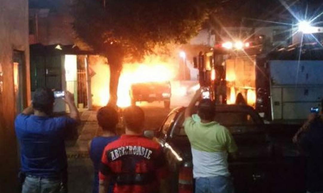 Incendia su camioneta en Tuxtepec