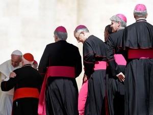 Cardenales dicen posición del papa sobre el divorcio divide la Iglesia