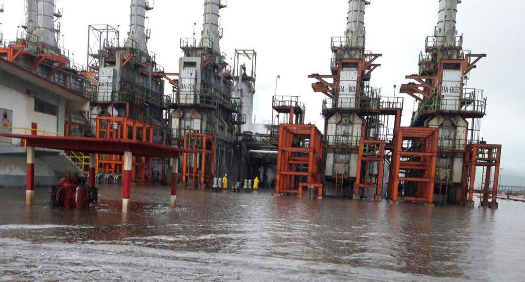 Suspende servicios refinería de Salina Cruz por inundación