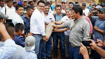Integrantes del CDEPO colocan primera piedra en Santa Cruz Zenzontepec