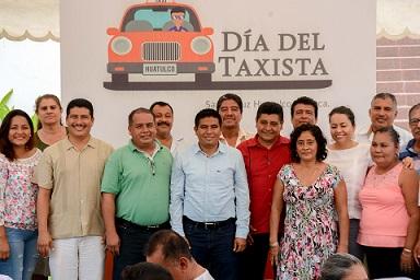 Gobierno de Huatulco celebra Día del Taxista