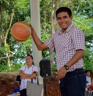 Inaugura José Hernández cancha y techado en Todos Santos