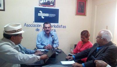 Reunión de periodistas y el edil Hernández Fraguas