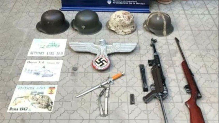 Decomisan en Argentina objetos con simbología nazi