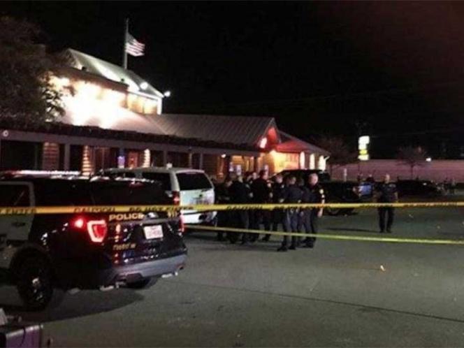 Hombre enmascarado balea a familia en Texas; hay 4 heridos