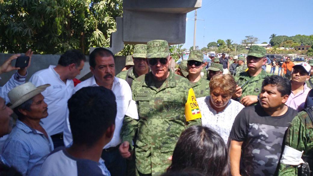 Pide disculpa el secretario de defensa a los familiares de la victima del accidente en Jamiltepec