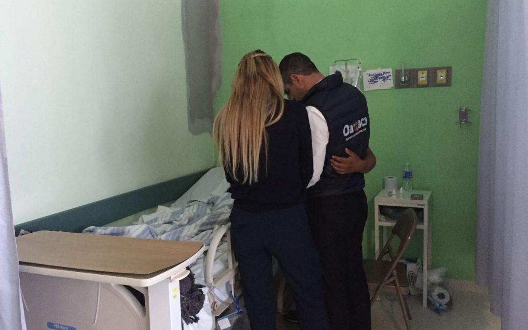 Reafirma Alejandro Murat compromiso con los heridos por accidente aéreo en Jamiltepec