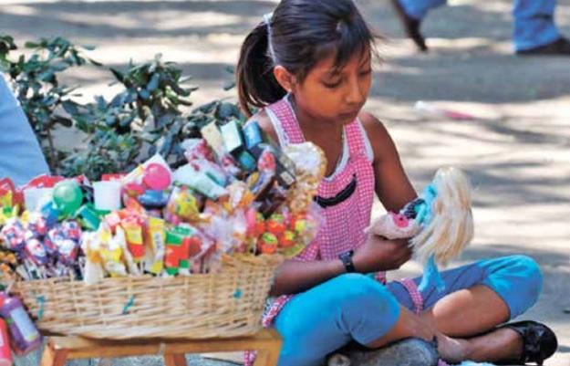 Crece la pobreza laboral en Oaxaca; infantes, las victimas