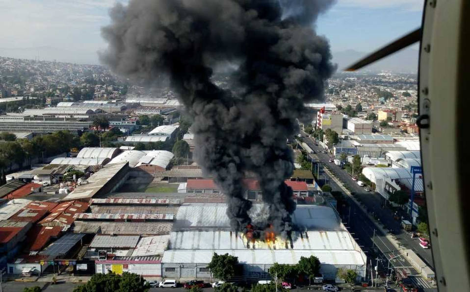 Se incendia fábrica de zapatos en avenida Tláhuac