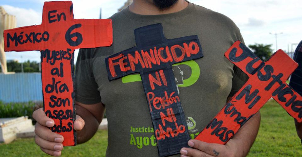 Hallan restos de mujer en un auto en Azcapotzalco