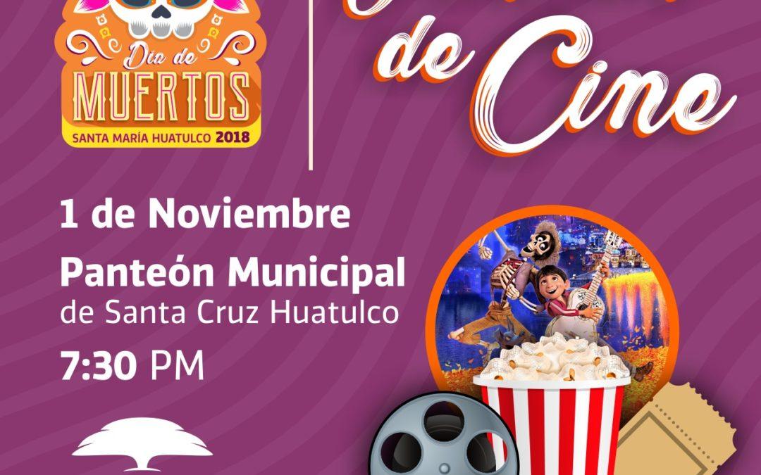 Función de cine en el panteón Santa Cruz Huatulco