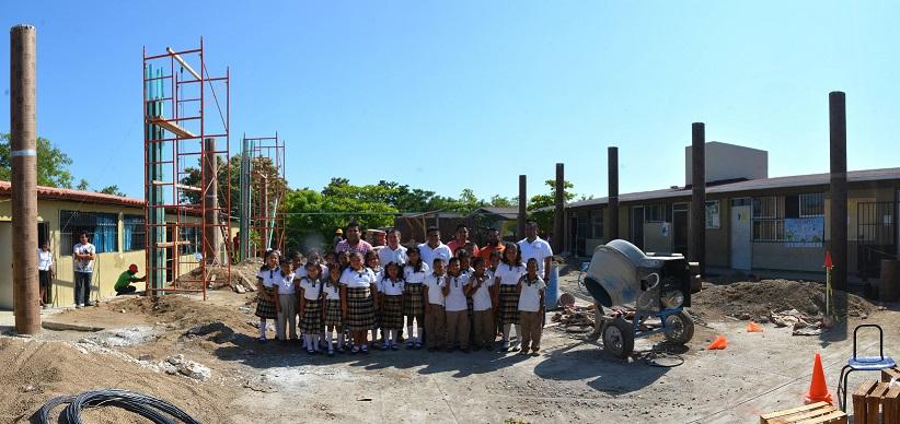 Supervisa obras en escuelas de Santa Cruz Huatulco