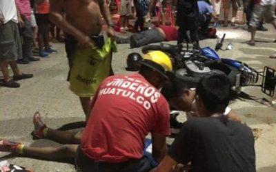 Se impactan motociclistas en Huatulco