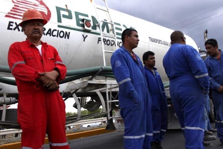 Ejército y Marina toman control de seguridad en instalaciones de Pemex