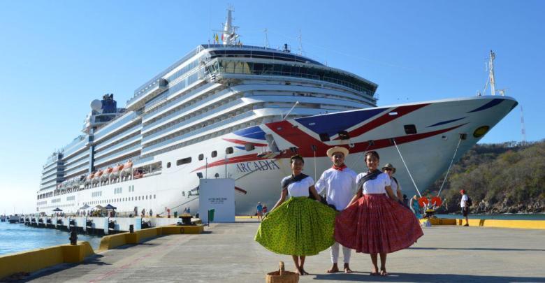 Recibimiento de crucero proveniente de Oranjestad en Huatulco