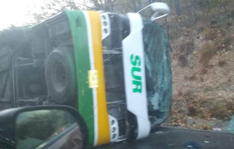 Autobús del SUR se volcó en el Istmo
