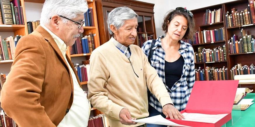 """Exhibe biblioteca """"Profesor Victoriano A. Flores"""" del IEEPO colección de documentos históricos"""