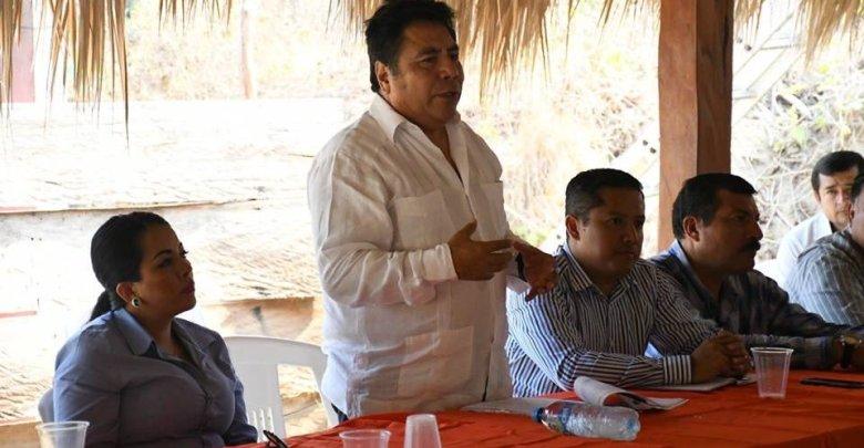 Edil de Huatulco se reúne con sector ganadero