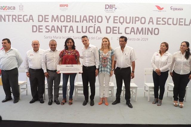 Entrega AMH mobiliario y equipamiento a 10 escuelas y una biblioteca en Santa Lucía del Camino