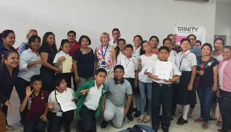 Entrega IEEPO certificaciones de inglés a escolares de educación básica del Papaloapan