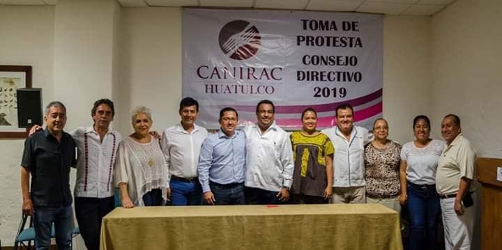 Toman protesta a integrantes de la CANIRAC