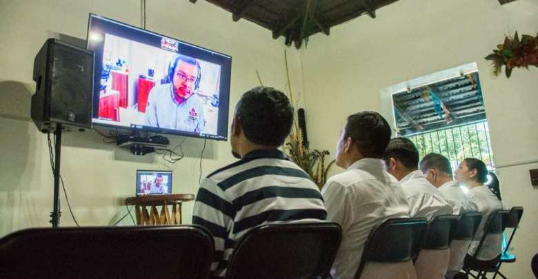En Huatulco establece enlace con la Congregación Mariana Trinitaria AC.