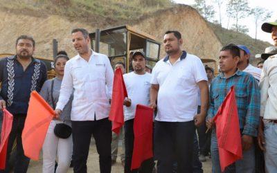 Fortalece Gobierno de Oaxaca conectividad, educación e infraestructura social de Santos Reyes Nopala