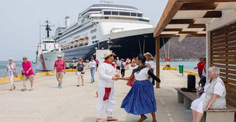 Arriba al puerto de Santa Cruz Huatulco el último crucero de la temporada 2018-2019