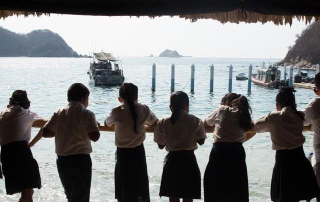 Estudiantes de primaria visitan el Sector Naval Huatulco