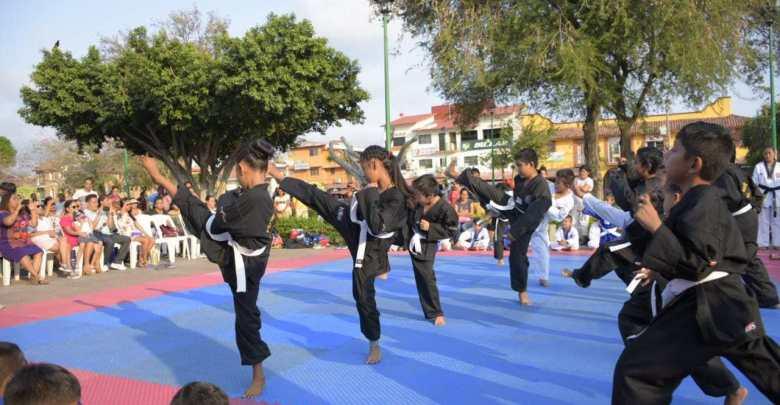 Exhibición de artes marciales en Huatulco