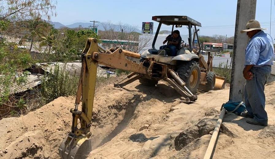 Realiza ampliación del sistema de agua potable en El Zapote, Huatulco