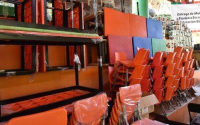 Entrega IEEPO mobiliario y equipo a escuelas de la Sierra Norte