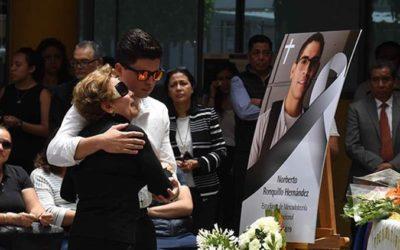 Vine por el diploma de mi hijo y me llevo su acta de defunción: madre de Norberto
