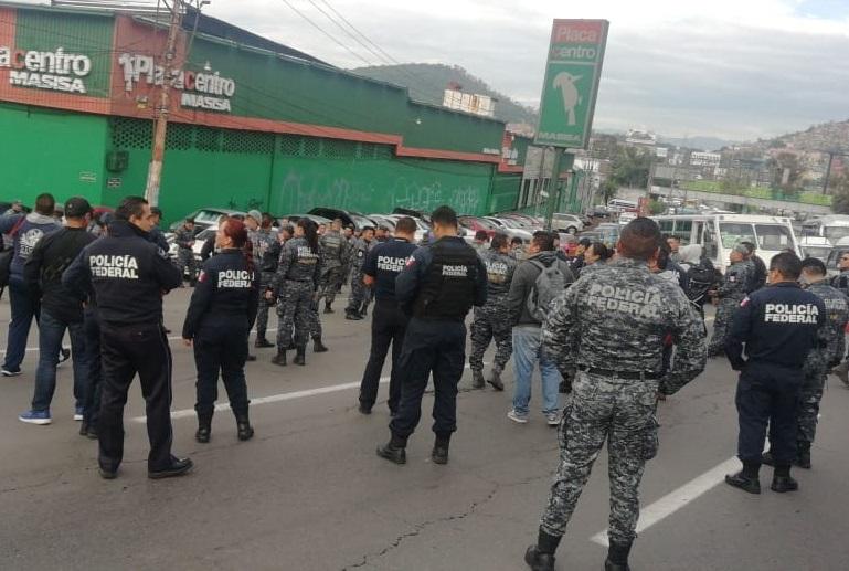 Policías federales bloquean la México-Pachuca; reclaman respeto a derechos