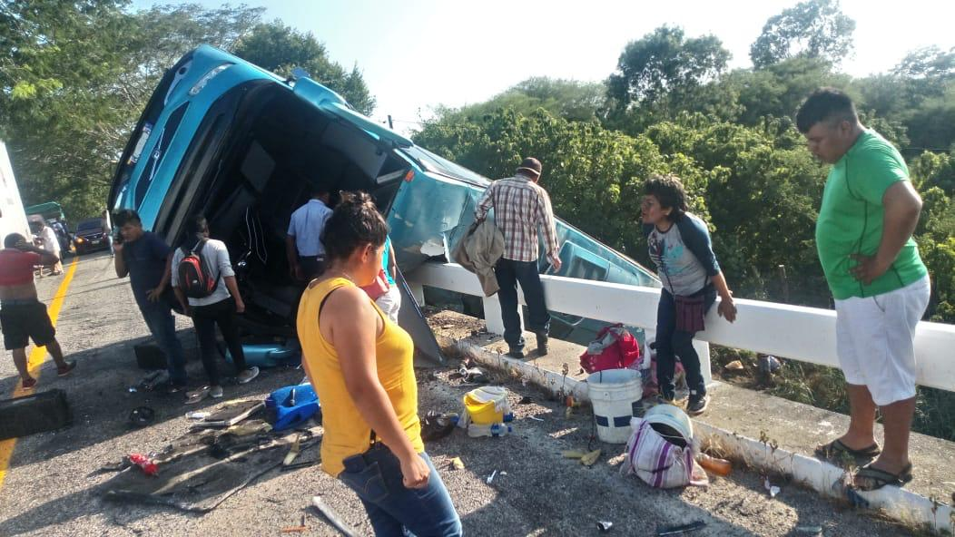 Aparatoso accidente en carretera federal Costa