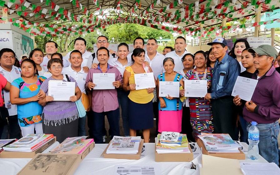 Caravana DIF cumple con las familias de San Felipe Jalapa de Díaz y San Lucas Ojitlan