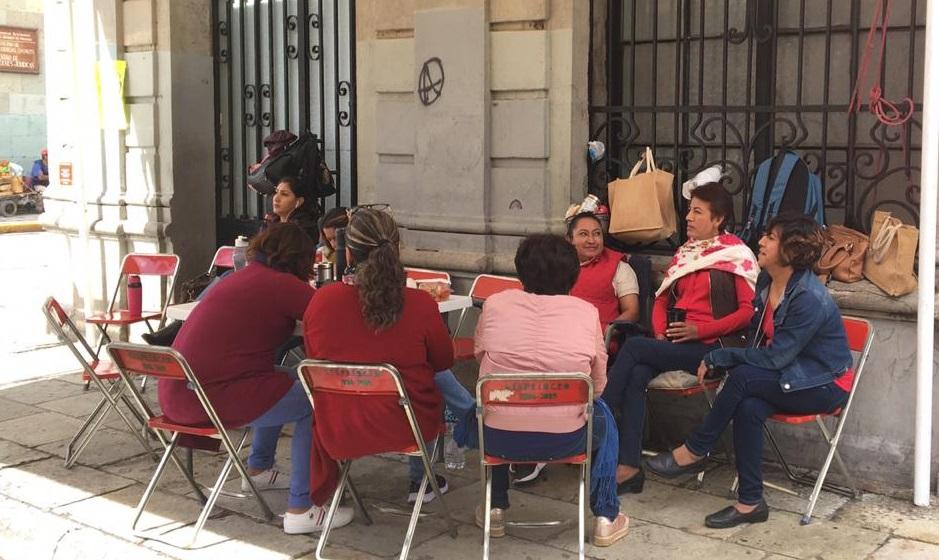 Continúa plantón de trabajadores sindicalizados del Monte de Piedad