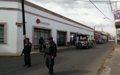 Asalto a Banamex moviliza a policía Michoacán y municipal; no hay detenidos