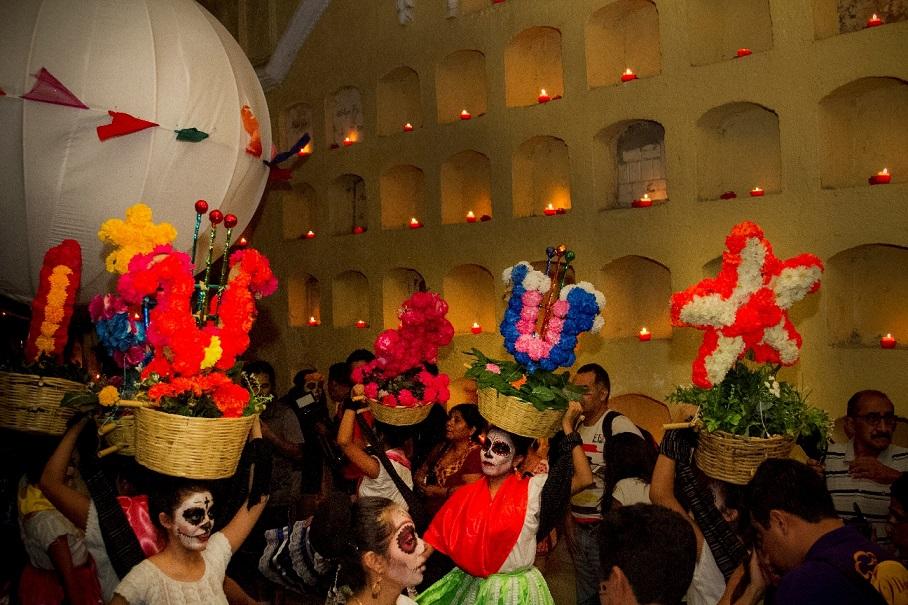 De fiesta en El majestuoso panteón general de Oaxaca
