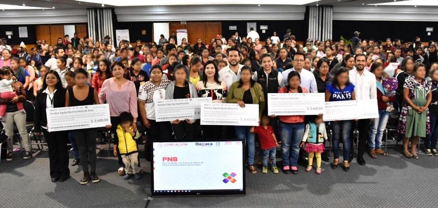 Realiza IEEPO pago de becas a 487 madres jóvenes estudiantes y jóvenes embarazadas