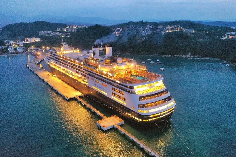 Recibe hermosos cruceros el Muelle de Santa Cruz Huatulco